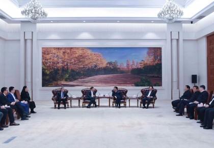 不断提升合作层次水平 携手推动高质量发展 巴音朝鲁景俊海会见刘庆峰