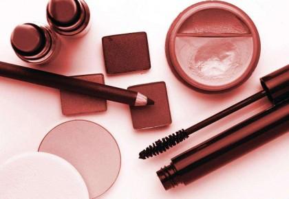 今年全國化妝品零售額將超2700億 男性開始購買彩妝