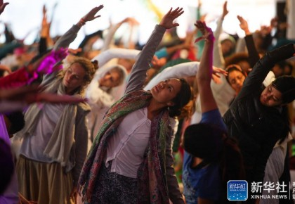 """特稿:电影、瑜伽、智能手机——中印两个文明古国交往""""新故事"""""""