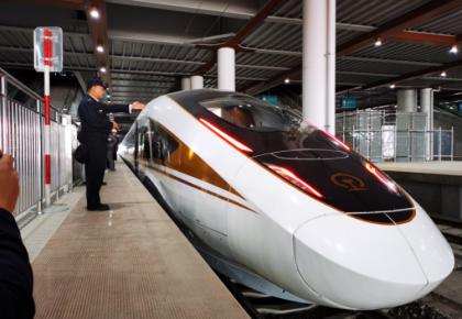 時速350公里!京張高鐵測試智能動車組