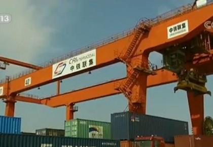 海关总署公布前10个月外贸数据 我国货物贸易进出口25.63万亿元