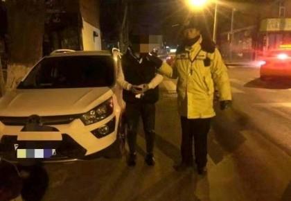 实习司机凌晨酒驾超员车 驾照被吊销