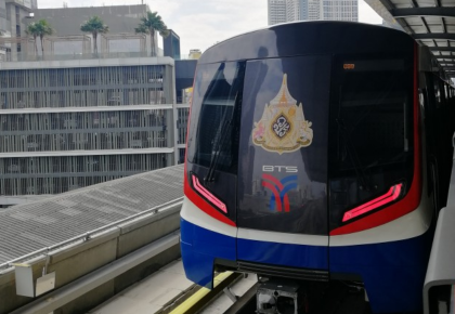 中国造BTS绿线车辆接受泰国总理检阅