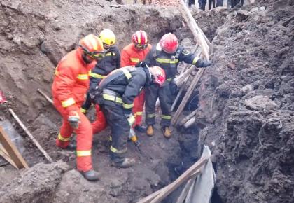 白城市管道施工坑道1人被困 消防紧急救援