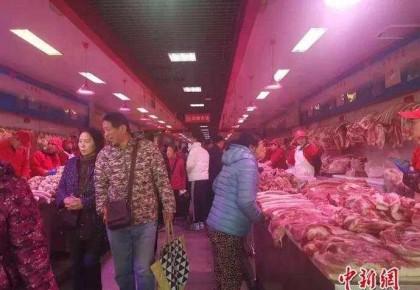 """两节临近:猪肉价格连降三周 白菜卖出""""白菜价"""""""