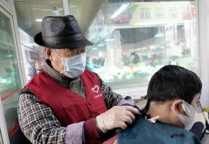 """上海志愿者抗""""疫"""":在城市急需处、细微处奉献光热"""