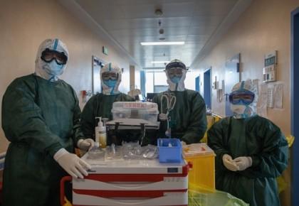 武汉医生敢死队:高危90秒与病毒源最近,最怕晚上ICU插管