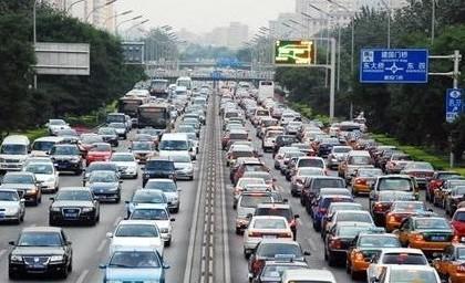 中国汽车流通协会:建议收取拥堵费疏导交通进而放宽限购