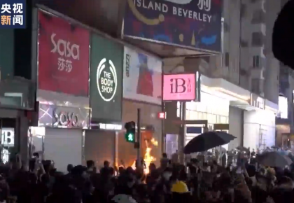 暴徒火燒無辜市民完整畫面曝光 香港市民直斥:香港之恥