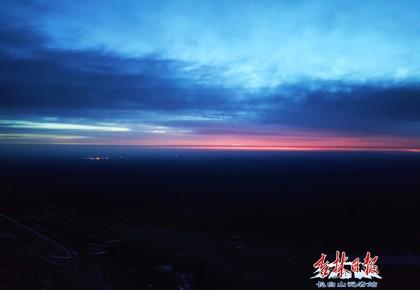 壮美!凌晨三点的长白山,冰水交融的天池、流星还有日出……
