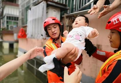 揪心!3385万人次受灾!但洪水中,这一幕幕真的很暖!