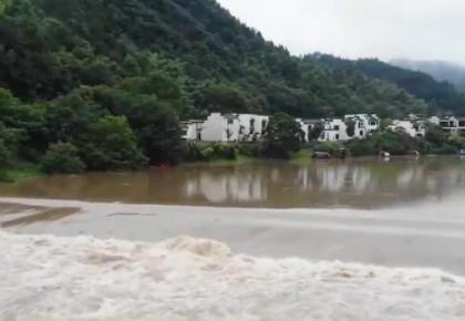 新闻观察 | 南方多地强降雨持续 抢险救灾全力展开