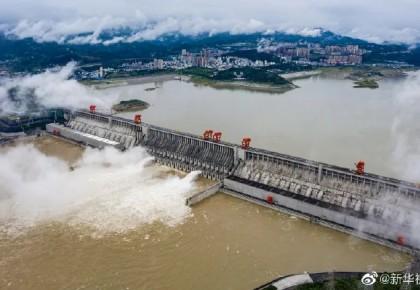 壮观!三峡工程今年首次泄洪,机组接近满发
