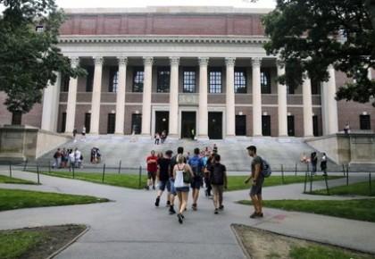 全球热点丨哈佛等高校怒告政府!美国这么搞,还不把留学生都吓退了?