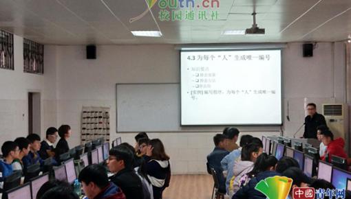 """手机也能""""对号入座""""河南大学生上课前自觉将手机入袋"""