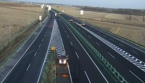 【视频】高速上倒车逆行挡号牌 驾驶员被处罚