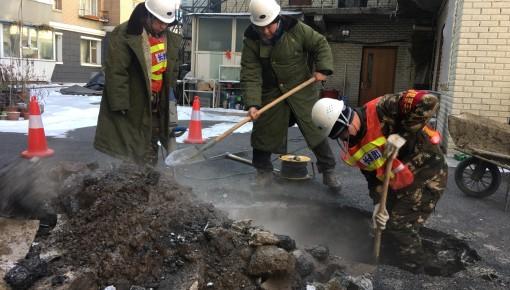 【不易】严寒天气供热管线泄漏 维修人员全力抢修保供暖