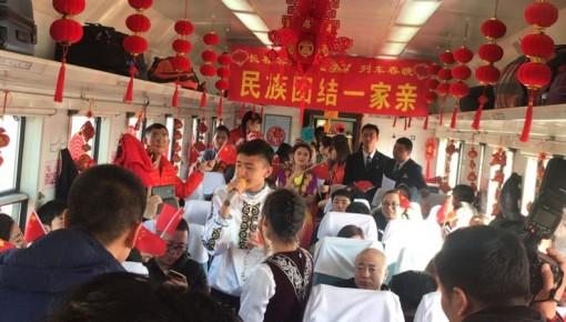 【新春走基层】T302次列车上一场特殊的联欢会