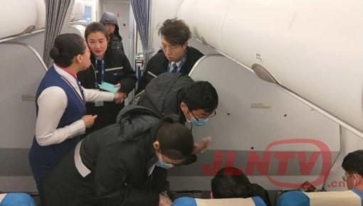 【有惊无险】旅客乘机突感不适 航班备降青岛及时送医