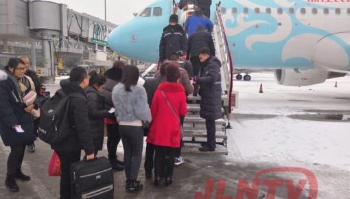 【快讯】长春机场紧急除冰雪 暂无取消航班