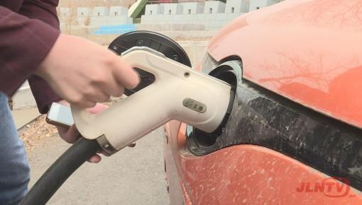 【便民】新能源汽车充电桩亮相长春街头