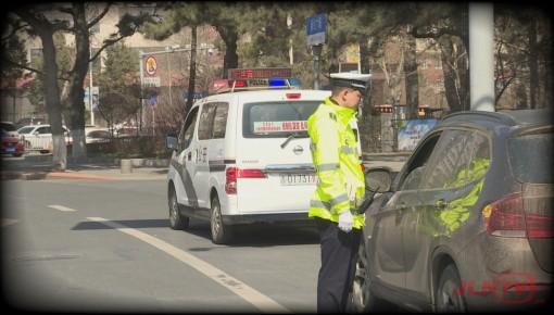 【胆大】驾照被扣23分 司机依然路上狂奔