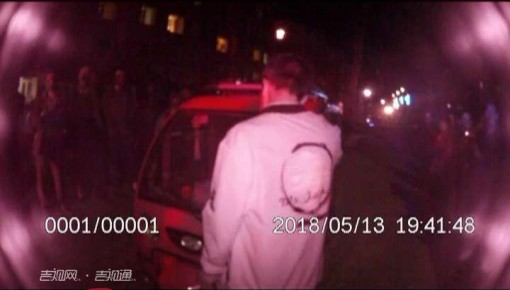 【视频】醉酒开三轮 同乘辱交警 谁给你们的胆量?