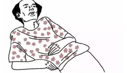 """""""葛优躺""""容易致腰椎突出严重者可致瘫痪"""