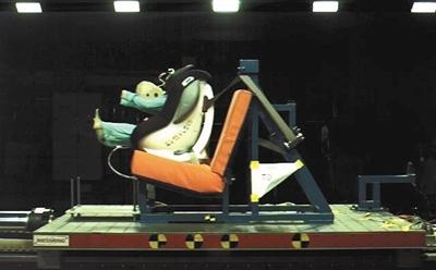 儿童安全椅个别产品慎用!存在头部防护不足等问题
