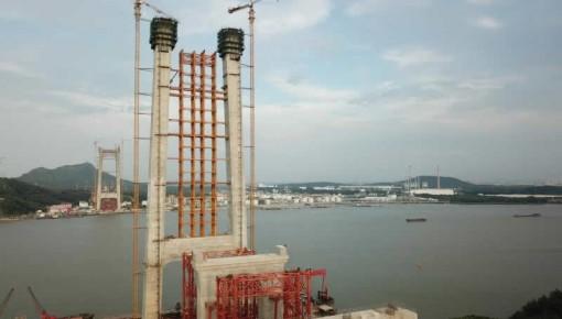 堪比70层高楼!世界首座高速铁路悬索桥最高塔封顶