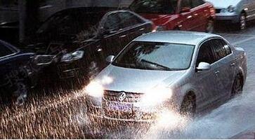 交警蜀黍温馨提示:雨天行车 注意安全!