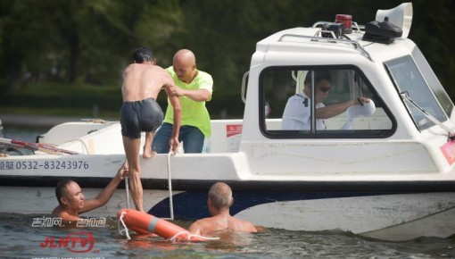 【视频】长春南湖公园开展水上救助演练 夏季游玩安全不可忽视
