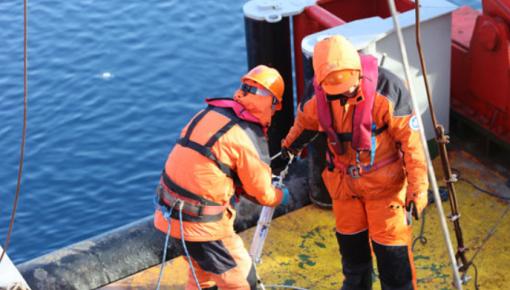 北极科考新动态 科考队回收并布放锚碇式潜标