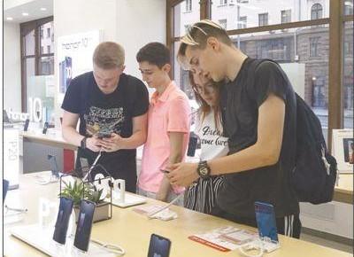 """中国手机在俄罗斯实力""""圈粉"""" 市场份额升至首位"""