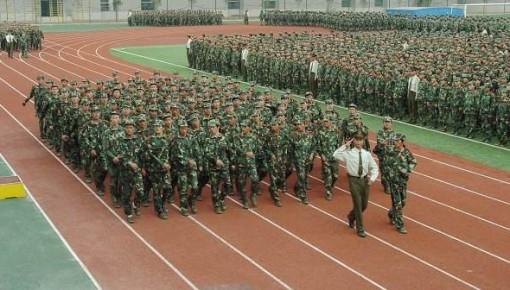 外国学生怎么军训?
