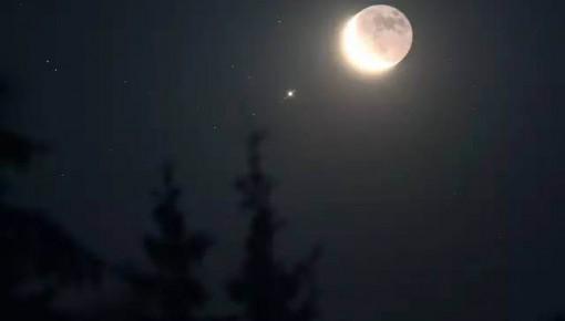"""今日天宇上演""""木星合月"""" 日落后肉眼就能观测!"""