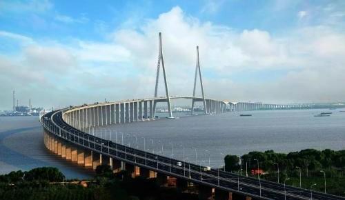 """""""现代世界新七大奇迹""""之一的港珠澳大桥 到底用了多少硬科技?"""
