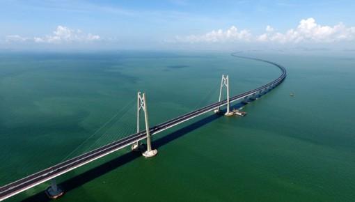 港珠澳大桥通车首日澳门口岸查验出入境旅客逾1.2万人次