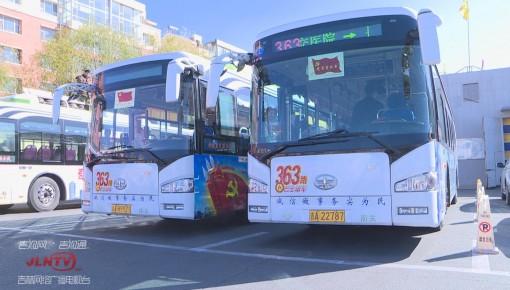 监控视频丨公交车暖心垫 女子顺手偷走