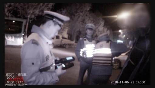 执法视频| 酒驾开车接孩子 这位父亲胆真大