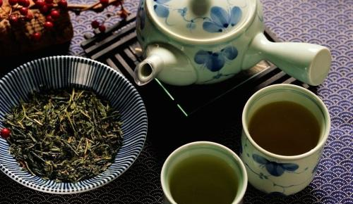 研究发现:每天喝茶或吃一把浆果可预防心脏病