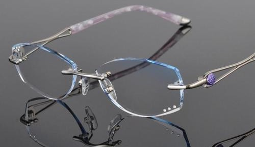 适合渐变多焦点眼镜的人群有限,不能盲目配!