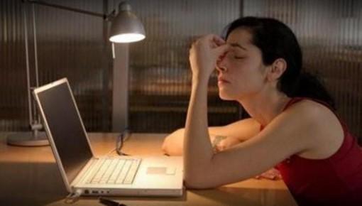 提醒!熬夜或失眠的人,出现脱水症状的风险较大!