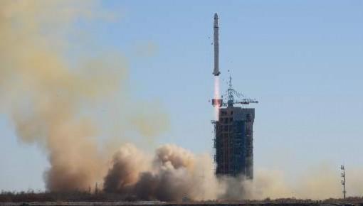 我国成功发射沙特-5A/5B卫星 搭载发射10颗小卫星