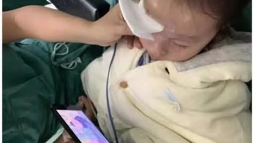 动手术前,医生竟掏出手机放《小猪佩奇》动画片?真相是…...