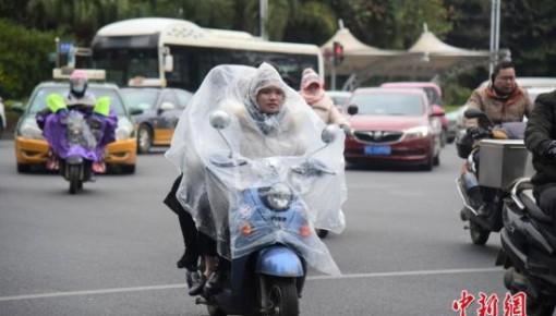寒潮蓝色预警!东北地区中东部等地区降温可达10~12℃