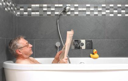 """老人冬季洗澡暗藏""""危机""""!洗之前做好这五个准备"""