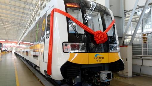 8辆编组 可载客3456人!国内首列长编组全自动运行地铁列车在中车长客下线