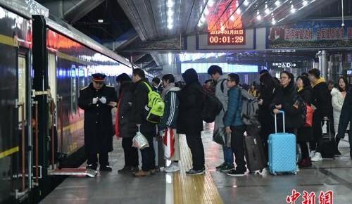 铁总:春运第三日全国铁路发送旅客908.5万人次