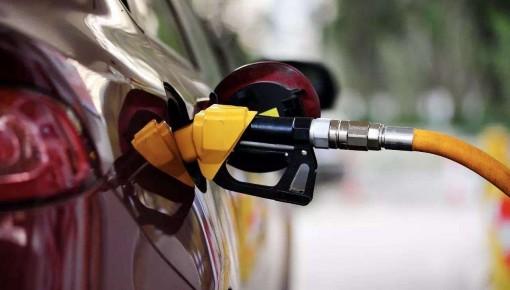 """今晚油价或迎年内""""四连涨"""" 预计92号汽油每升涨0.22元"""